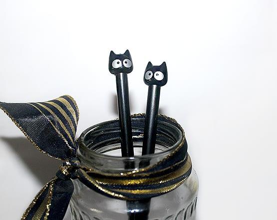 fekete cicás toll, macskás ajándék